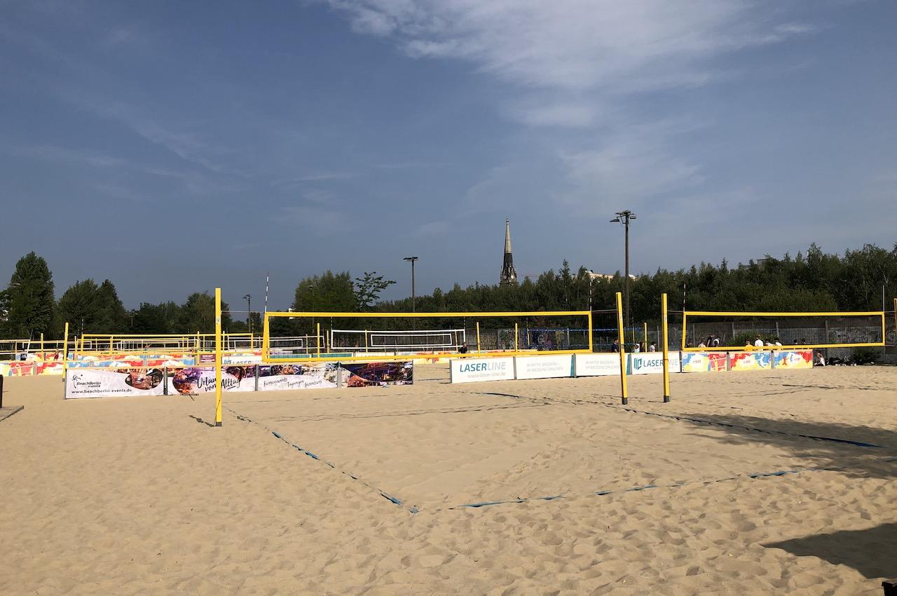 Beachvolleyballfeld auf Beachmitte in Berlin